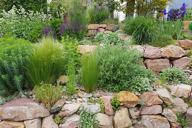 Rockery; Drywall; Rockeries;